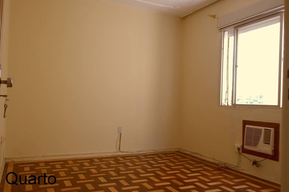 APTO 1 dormitório em BOM estado de conservação,      armários em 1,   living,    cozinha montada,    - Imediações: Av. Ipiranga  - 44 m2 de área privativa   - 52 m2  de área total   - Usado