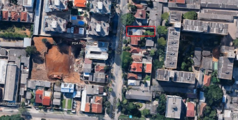Terreno com 150m² (5m x 30m) próximo à PUC, em bairro com infraestrutura completa. Ótima opção para comercio.