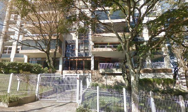 Apartamento de 3 dormitórios no bairro Bela Vista (Porto Alegre), suíte, podendo transformar em 4 dormitórios com 3 suítes, uma americana, living para 4 ambientes, sacada aberta, com sol, ventilação cruzada. Estar íntimo, gabinete e lavabo. Segurança total. 2 vagas de garagem. Estacionamento para visitantes. Salão de festas. Edifício com cadeira, gerador para 80% dos apartamentos, câmara de segurança com gravação externa. Estuda proposta.