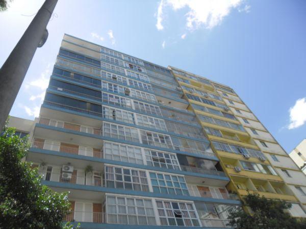 Apartamento de 3 dormitórios bairro Centro Histórico (Porto Alegre), com ótima localização e vista panorâmica para o Guaiba. Ap amplo, arejado e ensolarado, 3 dormitórios, living 2 ambientes, distribuidos em 95,76m de área privativa, todo reformado, inclusive elétrica e hidraúlica, 3 banheiros, aquecimento total por caldeira. Condomínio com 3 elevadores, portaria 24h, terreno com vista total, zelador e churrasqueira condominial.