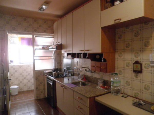 Apartamento 1 Dormitório no Bairro Petrópolis (Porto Alegre):  Excelente apartamento com 49 m, peças amplas, 1 vaga de garagem. Prédio com elevador, gás central, jardim, próximo da Av. Carazinho.