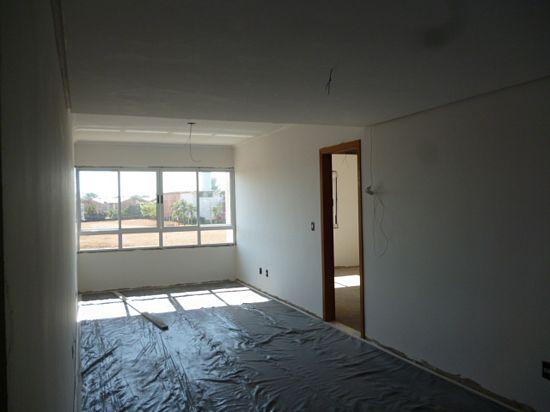 APTO 2 dormitórios em OTIMO estado de conservação,cobertura, suite,   living,   churrasqueira no imóvel,  sacada ,  cozinha,    terraço,    esquadrias em ALUMÍNIO   - 2 vagas de garagem  - Escriturado   - construção em: 2011  - 127 m2 de área privativa   - 144 m2  de área total   - Novo Edificio em OTIMO estado de conservação, fachada em concreto/pintura,    - 2 aptos por andar APTO 2 dormitórios (cobertura) , suite, living, churrasqueira no imóvel, wc auxiliar, - 2 vagas de garagem - Escriturado - construção em: 2011 - 144,09 m2 de área privativa - 127,46 m2 de área total - Novo Edificio Controle Remoto, fachada em cerâm./pintura, - 2 aptos por andar Excelente apto- Residencial Solare - 6 apartamentos - 2 por andar. Sala com porcelanato. Banheiros com pia em granito.