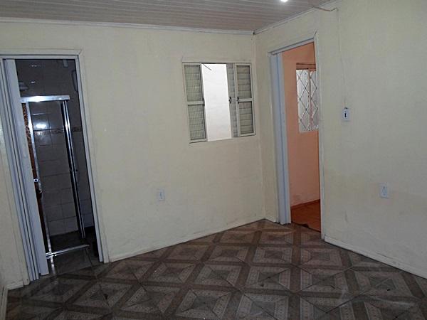 CASA 2 dormitórios em BOM estado de conservação,   living,   churrasqueira no imóvel,   - 100 m2 de área privativa   - 117 m2  de área total   - Usado esquadrias em MAD. NAT. PINTADA    - 2 vagas de garagem Terreno com duas casas de alvenaria, ambas com dois dorms., sala, cozinha, piso frio, forro de pvc, telha colonial. Possui duas vagas de garagem POSSUI MATRICULA NO REGISTRO DE IMOVEIS. Não possui habite-se Fica próximo à loja Tumelero e à termolar. Lugar servido por escolas, minimercado, e transporte público muito próximos.