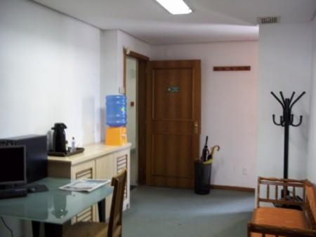 CONJ 4 banheiro social,    copa/cozinha,    espera p/ar parede,    terraço,    - 150 m2 de área privativa   - 185 m2  de área total   - Usado Controle Remoto,    portaria 12h,  zelador. ÓTIMAS SALAS CONJUGADAS. 2 SALAS, 4 BANHEIROS, TERRAÇO, 150M² PRIVATIVOS. PRÉDIO COM  ELEVADOR, 1 VAGA DE GARAGEM, PORTARIA 12 HRS, SEGURANÇA. EXCELENTE LOCALIZAÇÃO, JUNTO AO ZÁFFARI IPIRANGA.