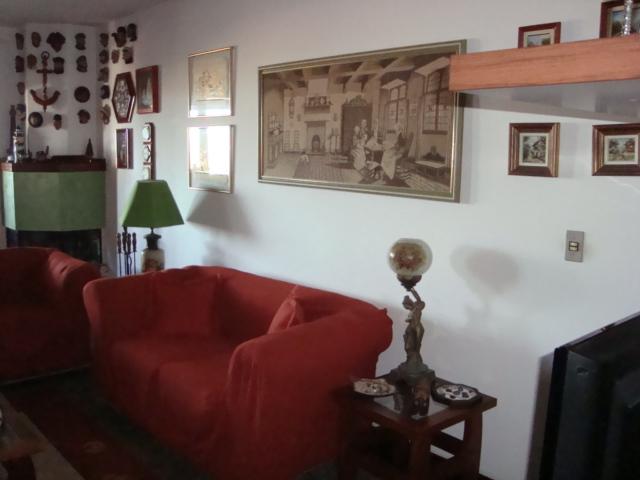 Excelente apartamento com 03 suítes + dependência de empregada localizado em bairro nobre na Praia Grande em Torres. Totalmente mobiliado, inclusive com eletro-domésticos. Uma quadra do Rio Mampituba e 03 quadras do calçadão da beira mar.